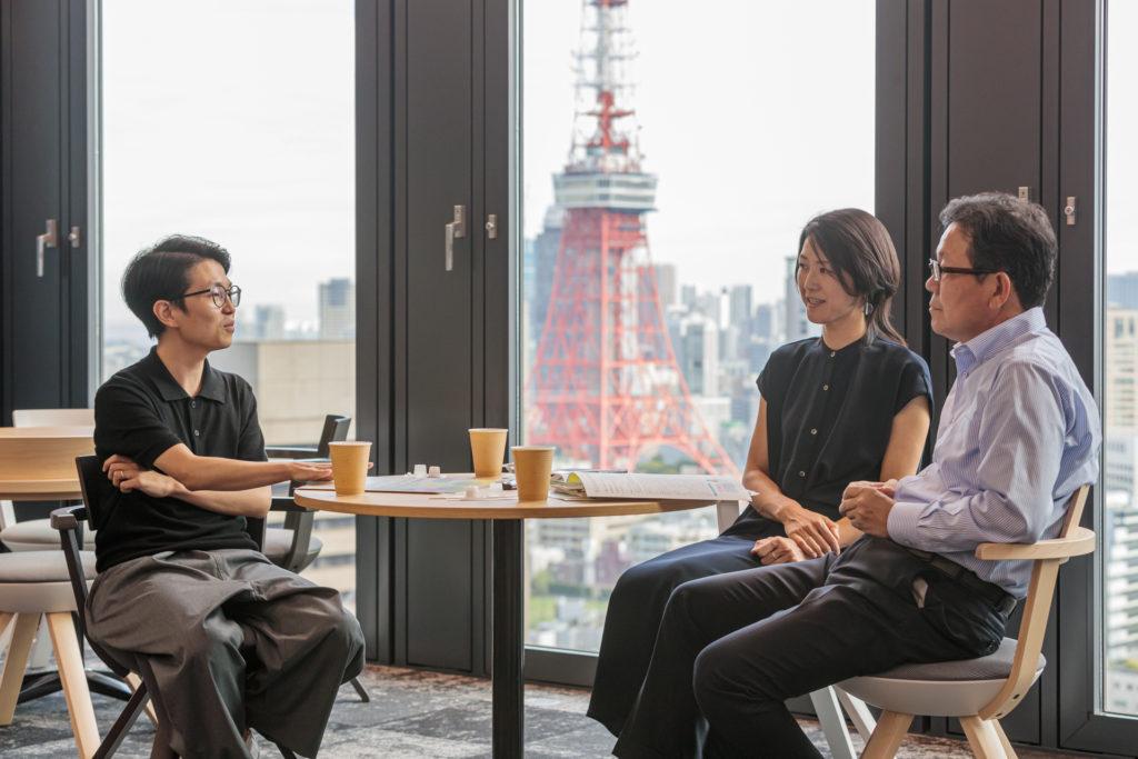 虎ノ門・神谷町にある「.BASE」のコワーキングスペースでの対談風景。