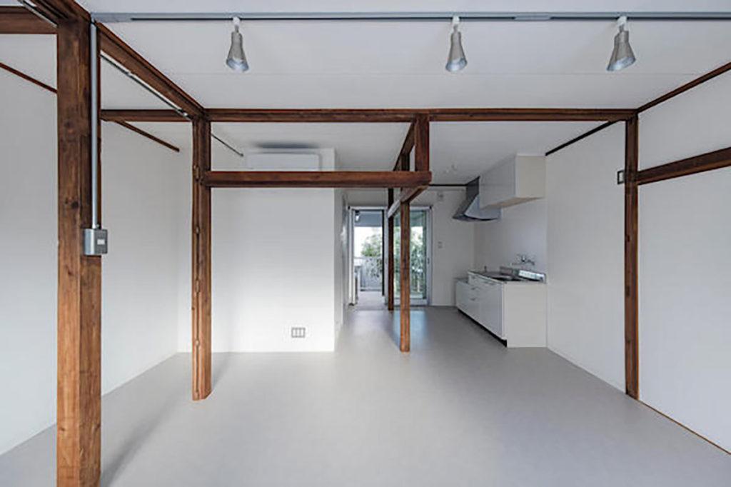 モクチン企画で改修された木造アパートメントの一室。 © kentahasegawa